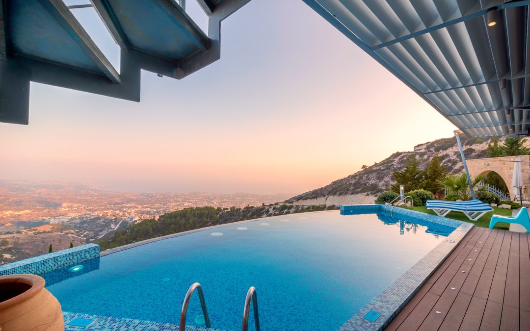 The Pros and Cons of Pool Homes